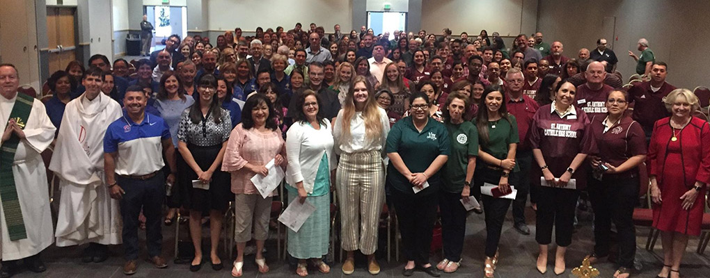 Hundreds of faculty from local Catholic schools stand for a photo together